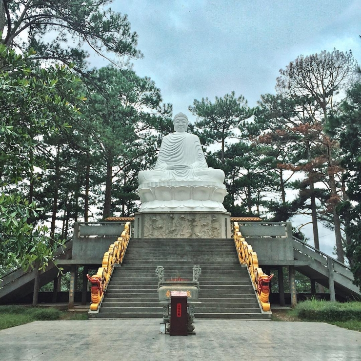 Tượng Phật Di lặc trong Chùa Thiên Vương Cổ Sát cao đến 3m