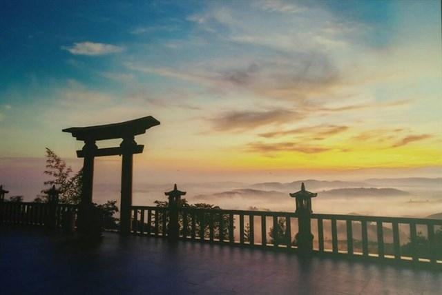 Cổng trời trên đỉnh Linh Pháp Quy Ẩn Đà Lạt