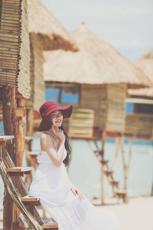 Chòi gỗ được đặt bên bãi biển Điệp Sơn là nơi thích hợp cho những bạn nào mê chụp hình
