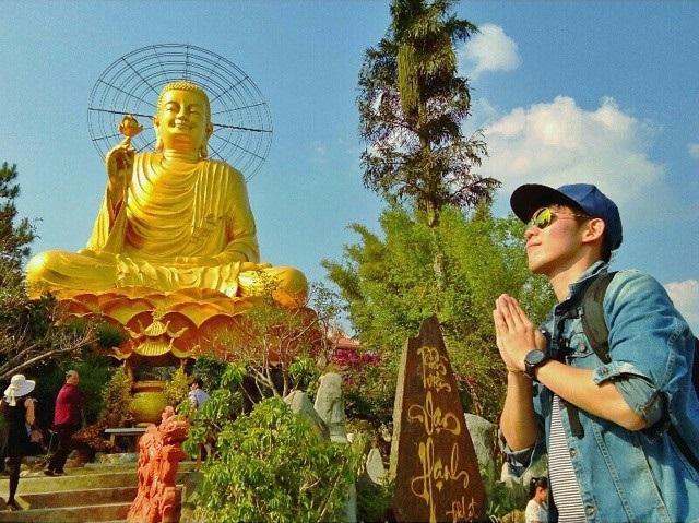Tham quan và cầu nguyện tại Thiền viện Vạn Hạnh Đà Lạt