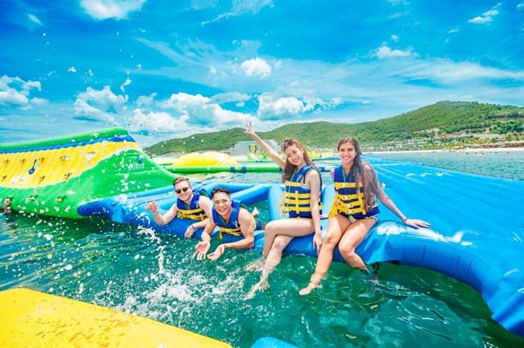 Công viên phao nổi lớn nhất thế giới tại Vinpearl Nha Trang