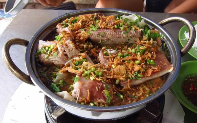 Lẩu cá - món đặc sản của Phan Thiết được mọi người ưa chuộng bởi hương vị thơm ngon và ngọt từ cá