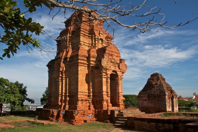 Tour du lịch Phan Thiết Mũi Né: Đồi Cát Bay - Lâu Đài Rượu Vang