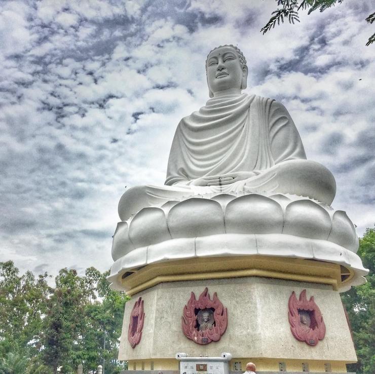 Tượng Kim Thân Phật Tổ (Phật Trắng)