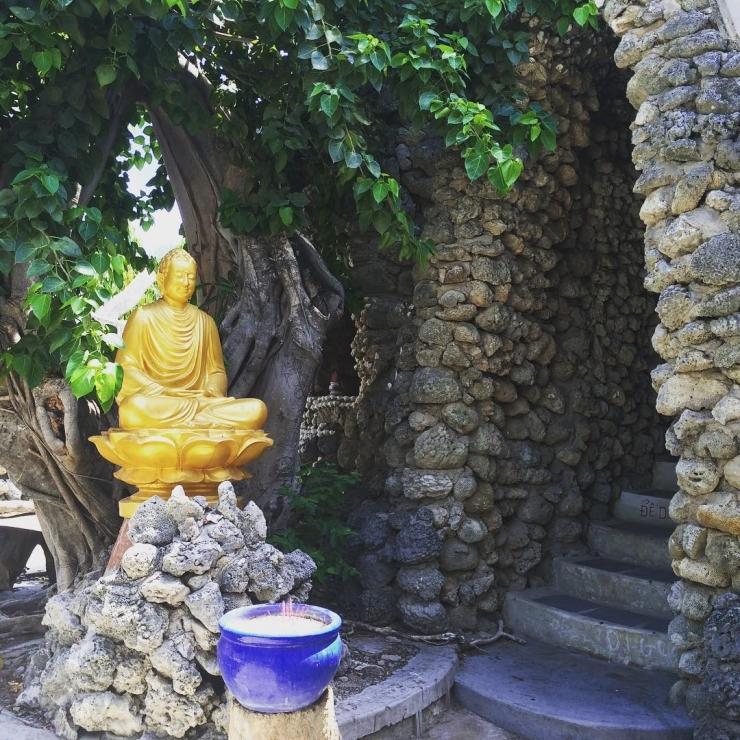 Con đường xuống địa ngục trong chùa Từ Vân (chùa Ốc)
