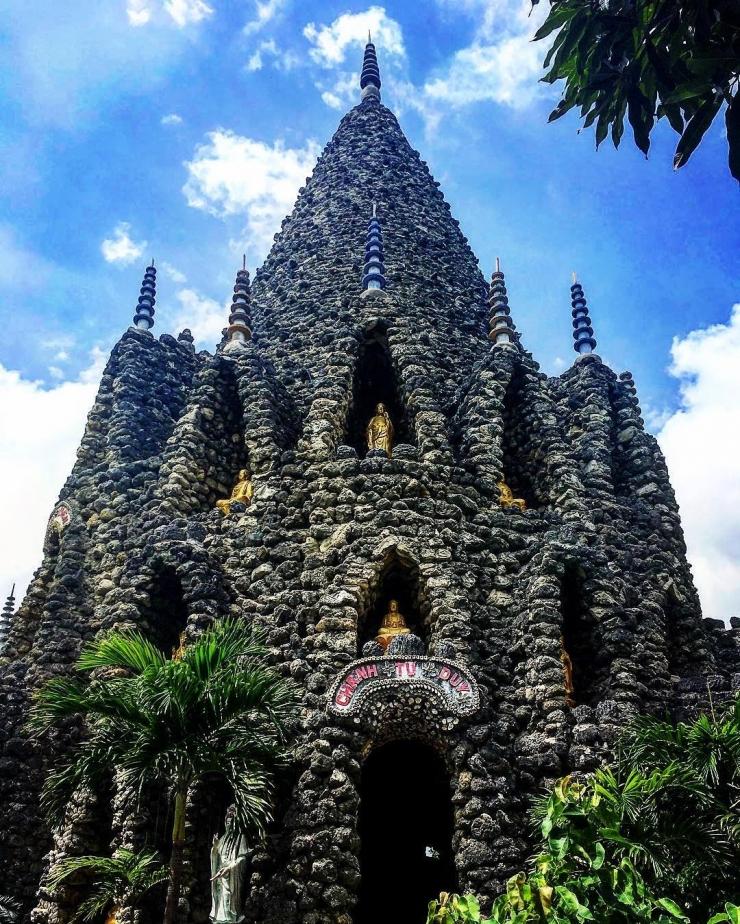 Tháp Bảo Tích - một ngọn tháp bằng vỏ ốc đồ sộ trong chùa Ốc (chùa Từ Vân)