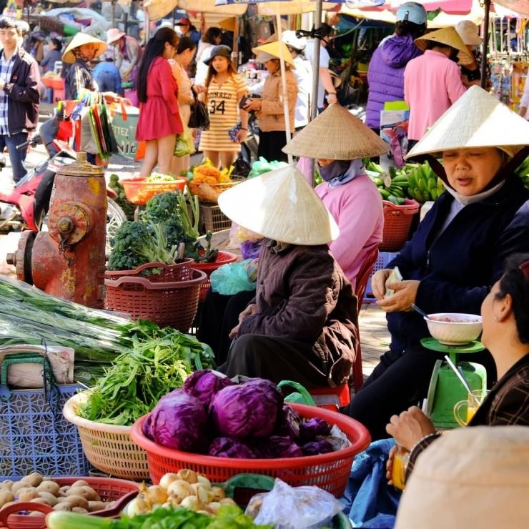 Một khung cảnh buôn bán tại chợ Đà Lạt