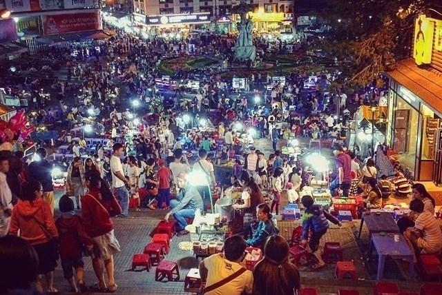 Khung cảnh chợ Đà Lạt về đêm