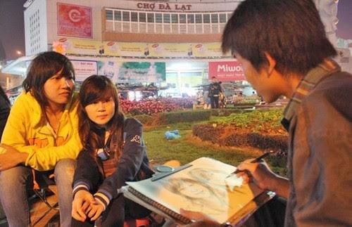 Ký hoạ chân dung tại chợ đêm Đà Lạt