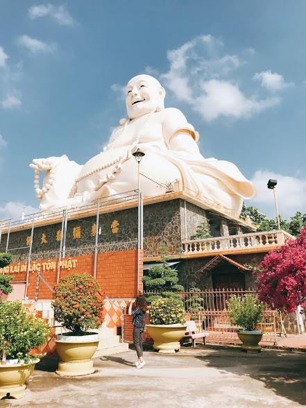 Chùa Vĩnh Tràng là một trong những điểm tham quan của Tiền Giang được nhiều người yêu thích