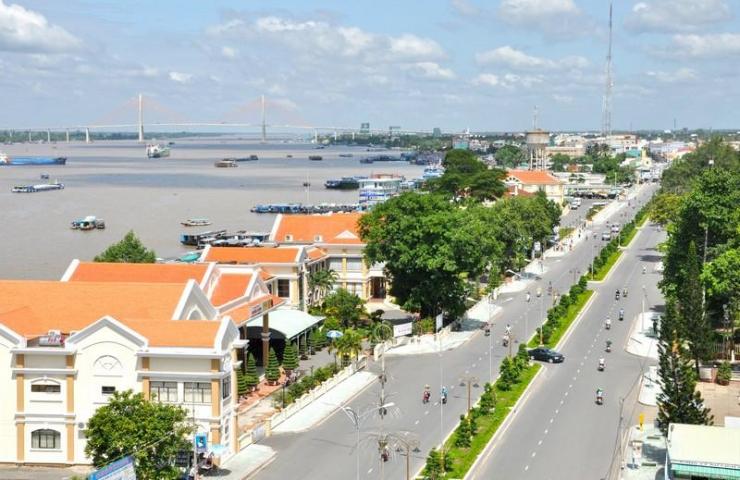 Một Góc nhìn từ Công Viên Thủ Khoa Huân, phía xa là cầu Rạch Miễu cầu dây văng đầu tiên do người Việt Nam xây dựng