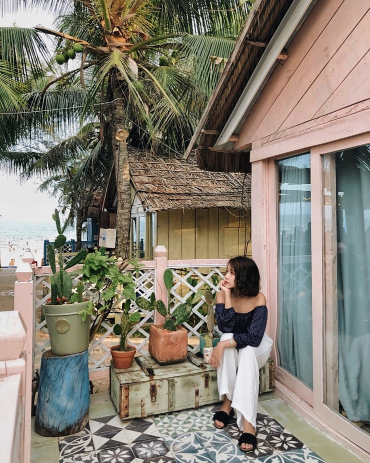 Checkin trong khu villa ở Coco Beach Camp Bình Thuận