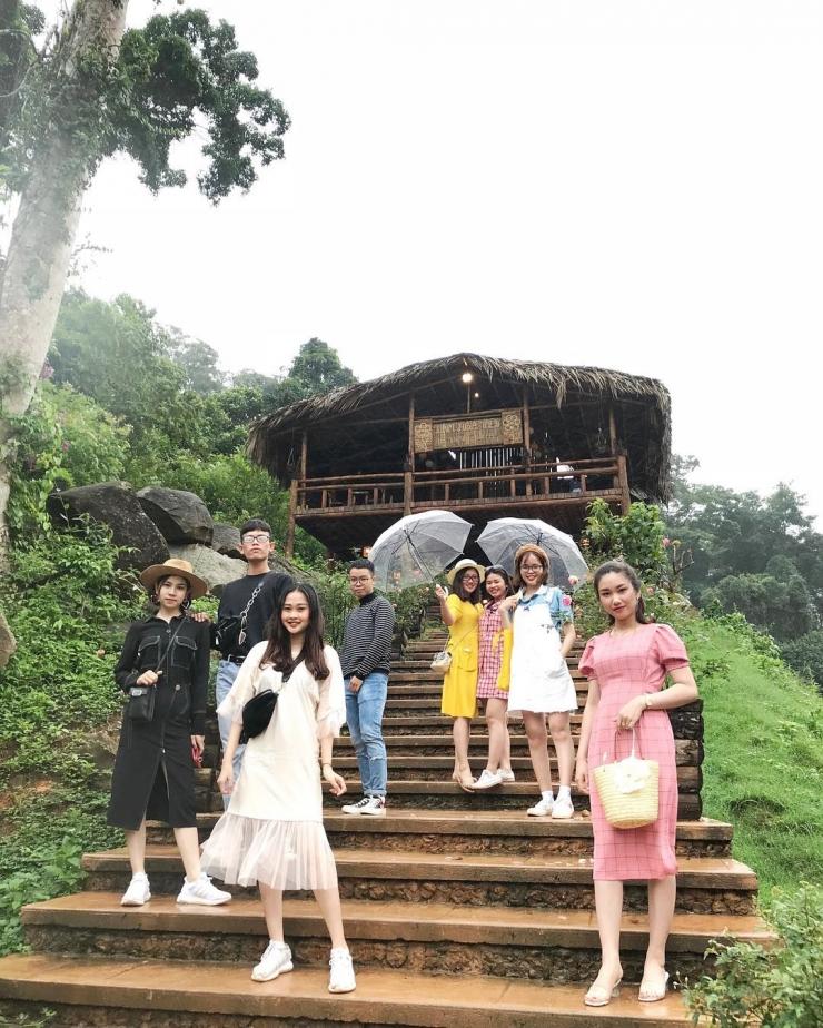 Các bạn trẻ checkin tại Hoa Sơn Điền Trang Đà Lạt