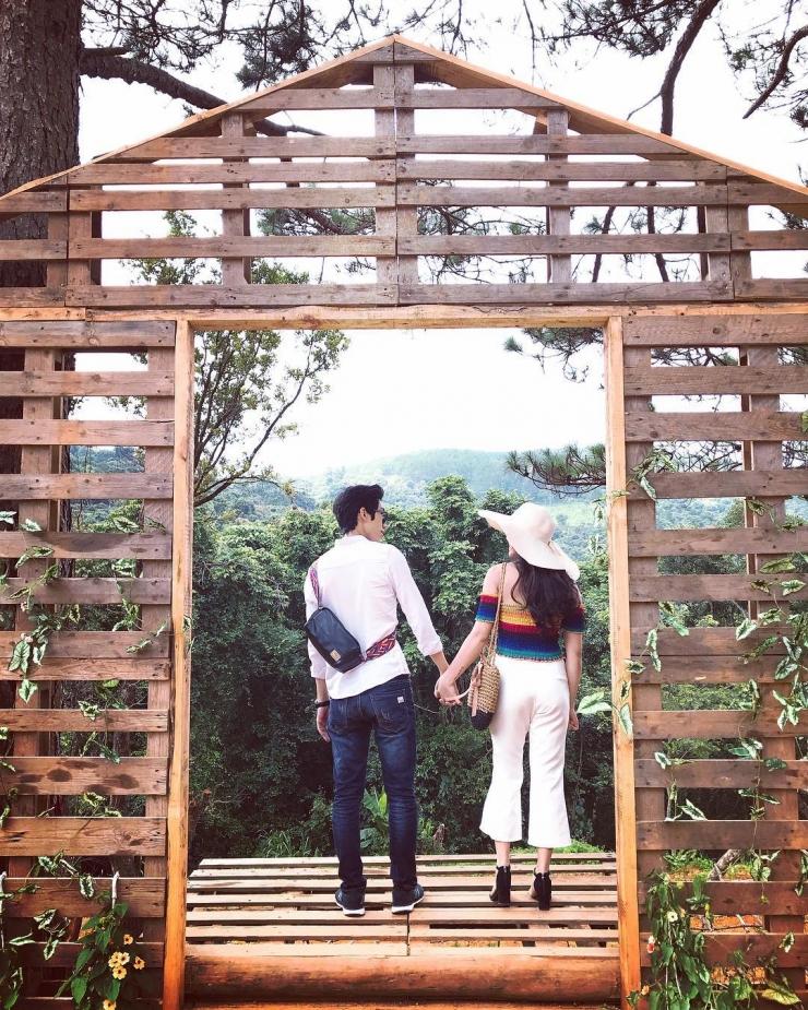 Hoa Sơn Điền Trang Đà Lạt là nơi lí tưởng cho các cặp đôi chụp hình cùng nhau