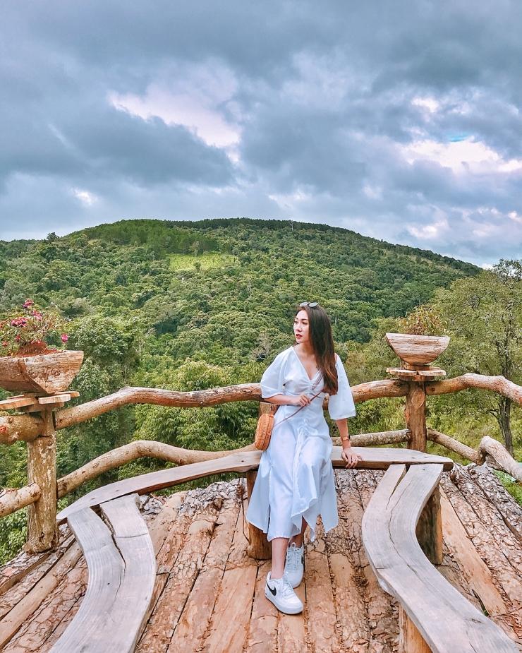 Khung cảnh xung quanh Hoa Sơn Điền Trang khá hữu tình, lãng mạn