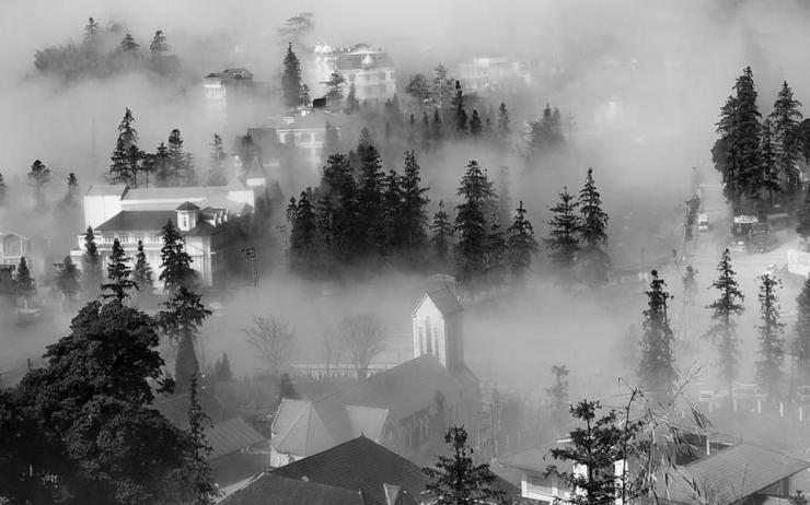 Mùa đông Sapa được bao phủ bởi lớp sương mù giăng kín lối
