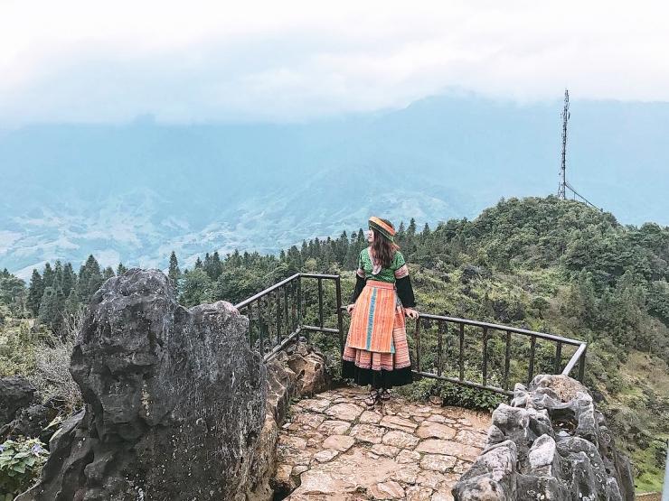 Đứng trên núi Hàm Rồng ngắm toàn cảnh Sapa