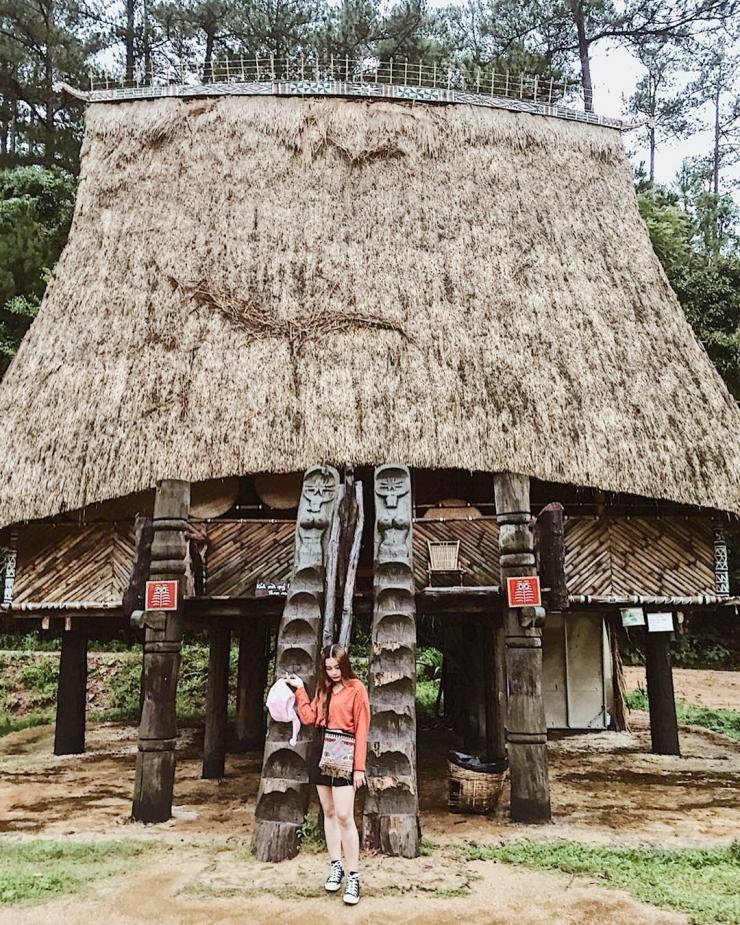 Ngôi nhà sàn bên trong làng Cù Lần Đà Lạt