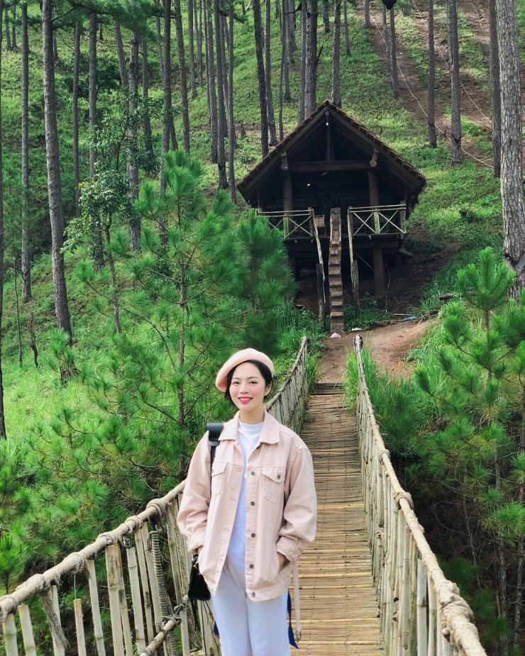 Cây cầu treo trong làng Cù Lần Đà Lạt