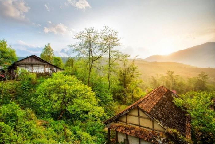 Nắng vàng len lỏi trên những mái nhà giữa trời thu Sapa