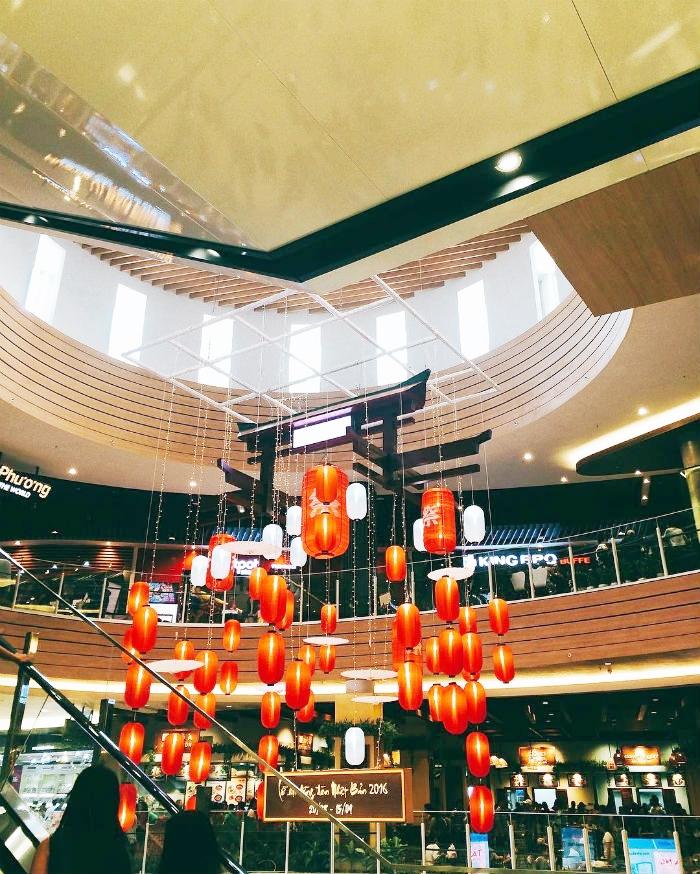 Lồng đèn được trang trí trong siêu thị Nhật Bản - Aeon Mall Tân Phú