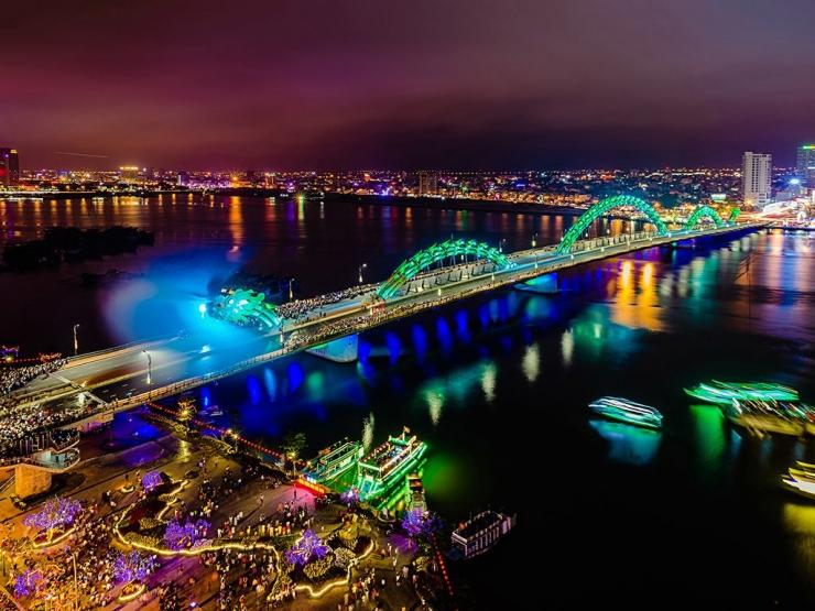 Cầu Rồng Đà Nẵng vào ban đêm
