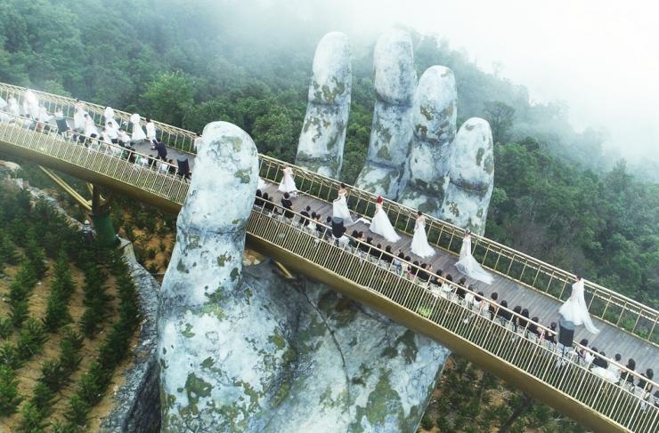 Show diễn thời trang lớn diễn ra tại cây Cầu Vàng Đà Nẵng