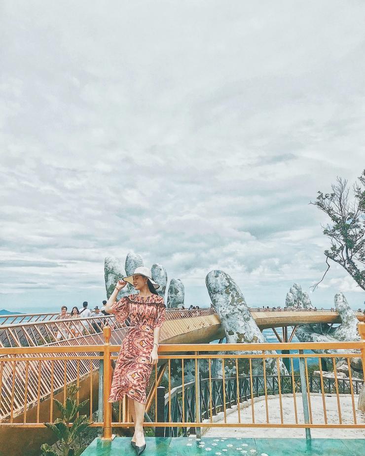 Những bức hình xinh đẹp chụp trên cây Cầu Vàng Đà Nẵng