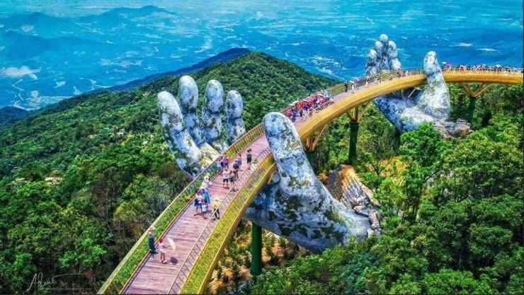 Cây cầu vàng Đà Nẵng nhìn từ trên cao