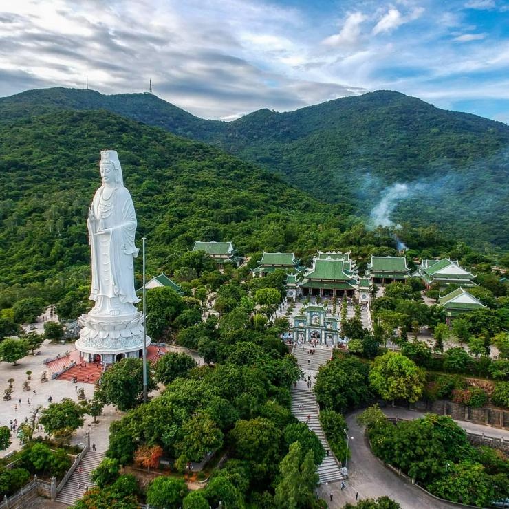 Toàn cảnh chùa Linh Ứng từ trên cao