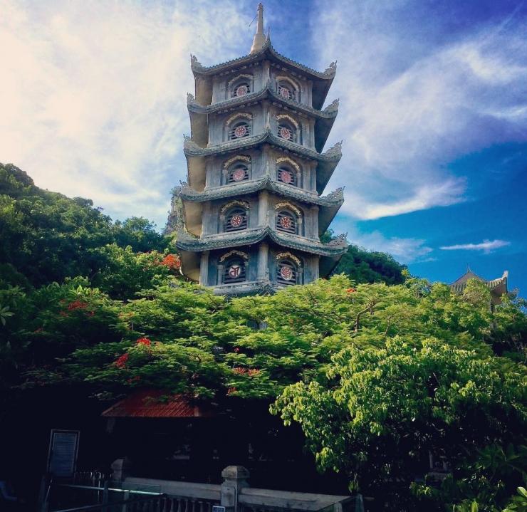 Tháp Xá Lợi tại chùa Linh Ứng Non Nước