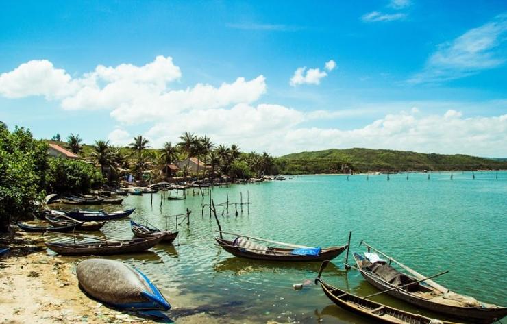 Đầm Ô Loan - cảnh đẹp tiêu biểu của vịnh Xuân Đài Phú Yên