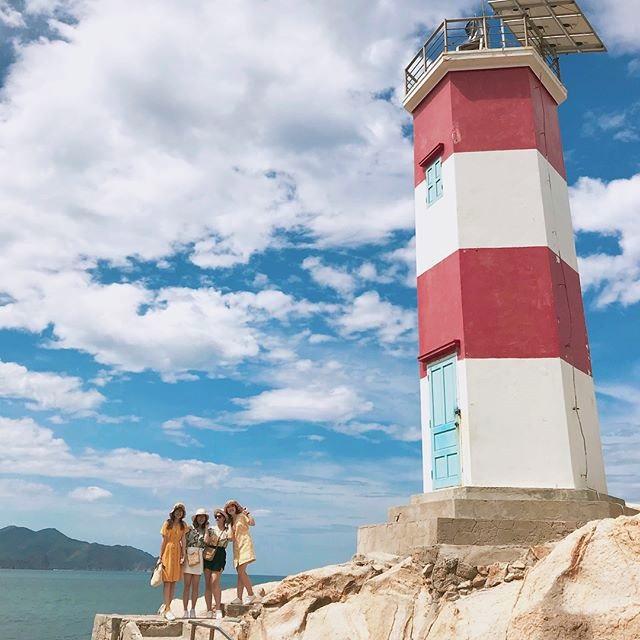 Chụp hình tại hải đăng Gành đèn
