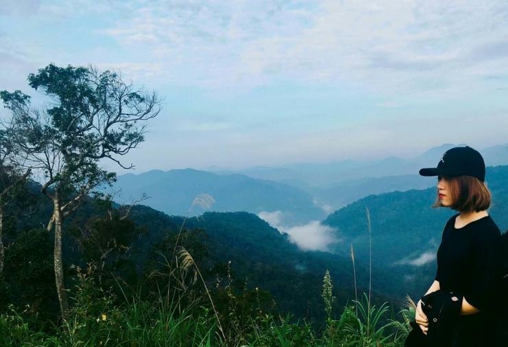 Đứng trên đỉnh Quế ngắm núi rừng Tây Giang Quảng Nam bạt ngàn