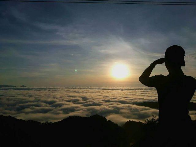 Nhiều bạn trẻ phượt Tây Giang để săn mây trên đỉnh Quế