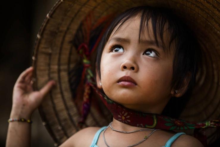 Trong đôi mắt trong trẻo của em bé chất chứa nhiều giấc mơ