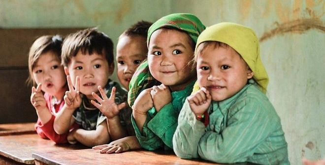 Nét mặt hào hứng của các em bé vùng cao trong lớp học