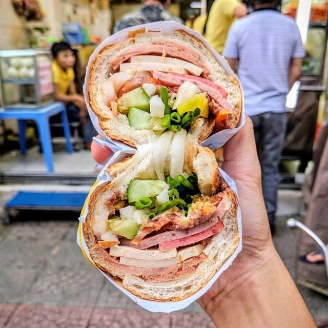 Bánh mì là món ăn đậm nét Sài Gòn