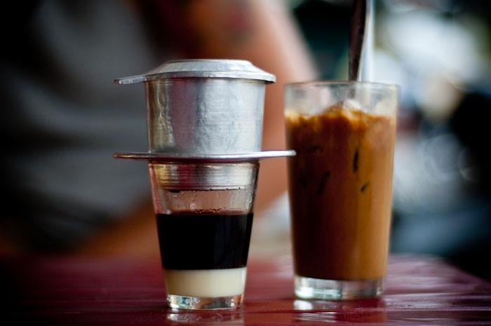 Cà phê Việt Nam pha bằng phin - Hình ảnh quen thuộc trong các quán sang trọng cho đến quán vỉa hè lề đường
