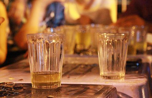 Người Việt Nam có thói quen không uống hết nước trong ly