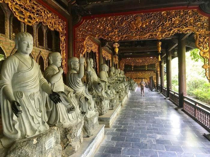 Hành lang có 500 tượng La Hán dài hơn 3km đạt kỷ lục Châu Á