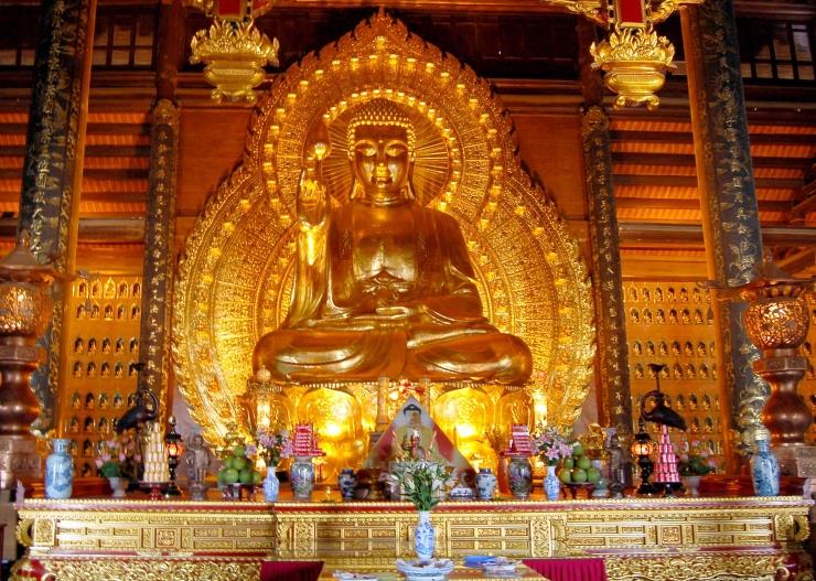 Tượng Phật bằng đồng dát vàng nặng 100 tấn đạt kỷ lục Châu Á