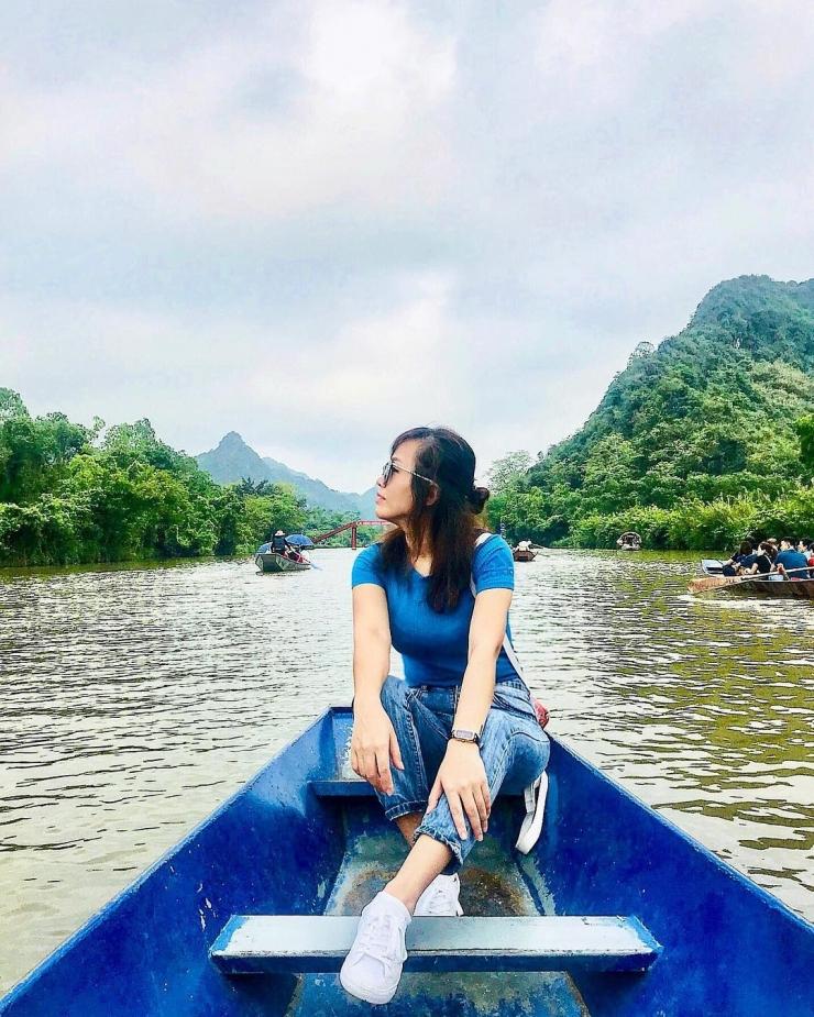 Ngồi thuyền ngắm nhìn suối Yến thơ mộng