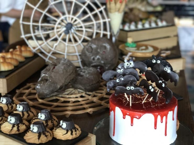Trang trí món ăn theo phong cách lễ hội Halloween của khách sạn Renaissance Saigon