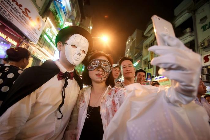 Mọi người rất háo hức khi tham gia vào lễ hội Halloween