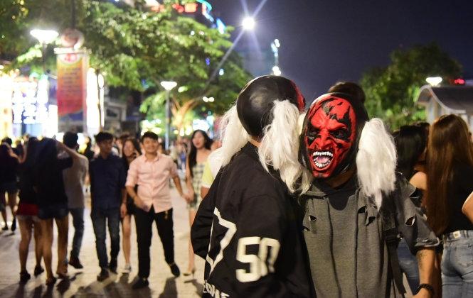 Tham gia lễ hội Halloween tại phố đi bộ Nguyễn Huệ