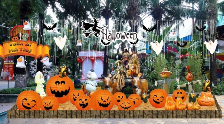 Trang trí Halloween tại công viên Đầm Sen
