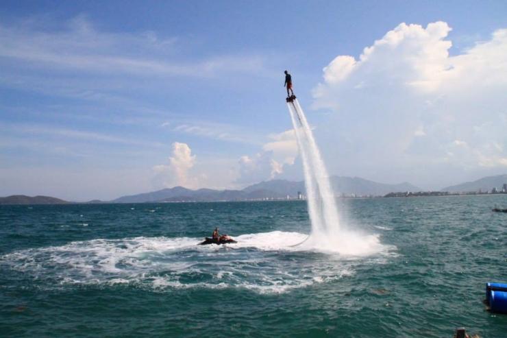 Tham gia trò flyboard ở Nha Trang