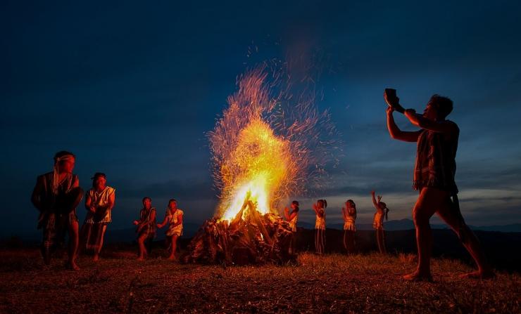 Chương trình cồng chiêng Tây Nguyên tại Langbiang Đà Lạt diễn ra từ khoảng 18h30 - 19h hàng ngày
