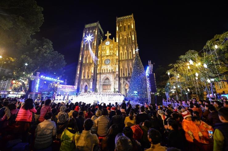 Không khí giáng sinh tràn ngập tại nhà thờ Lớn Hà Nội